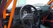 Przerobiony kokpit do Nissana Patrola Y 60 z klatką bezpieczeństwa