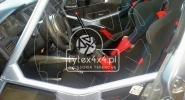 Przerobiony kokpit do Mitsubishi Lancer Evo 8 z klatką bezpieczeństwa