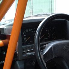 montaz-kokpitu-do-aut-z-klatka-bezpieczenstwa